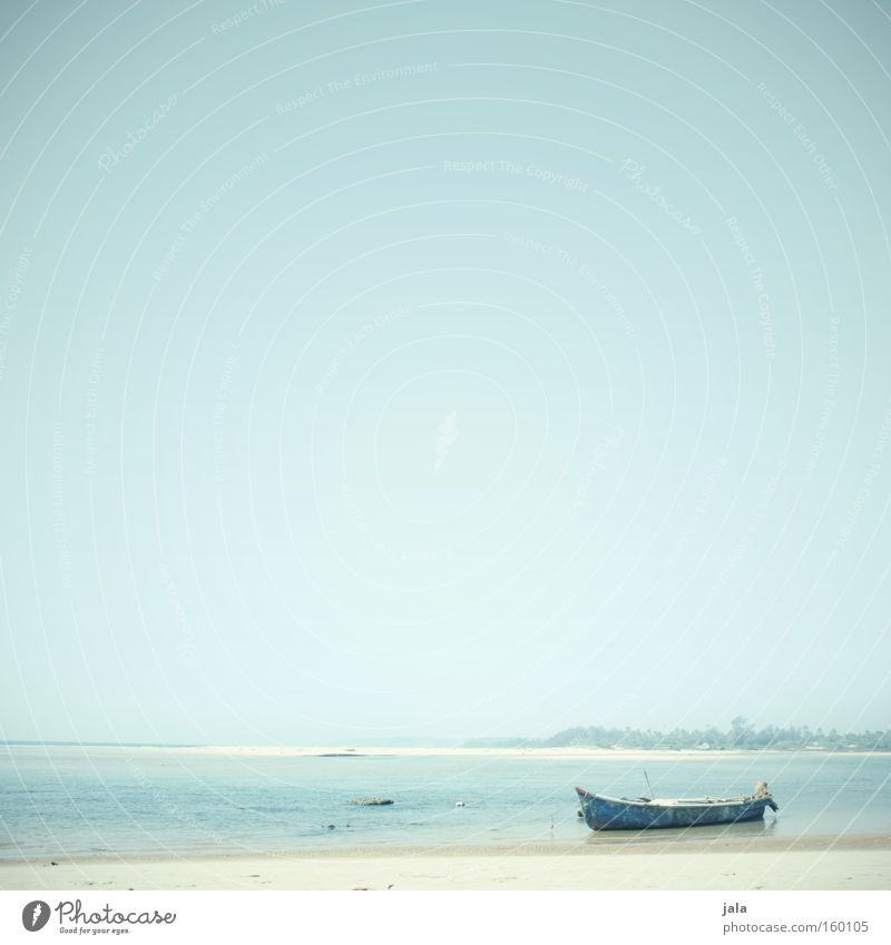gestrandet Wasser Meer blau Strand Ferien & Urlaub & Reisen ruhig Einsamkeit Ferne Freiheit Sand Wasserfahrzeug hell Küste Frieden Indien friedlich
