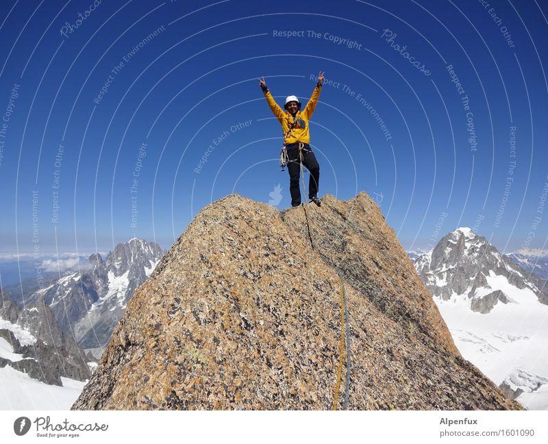 Oben ! Freude Berge u. Gebirge Schnee Glück Feste & Feiern oben Felsen träumen Zufriedenheit Angst Kraft Erfolg gefährlich Lebensfreude Schönes Wetter Coolness