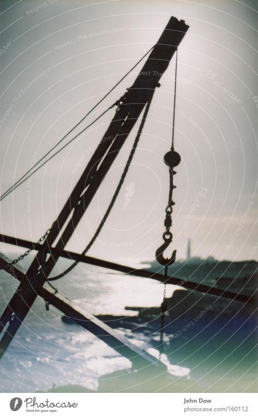 In die Ferne schweifen . . . Meer Ferien & Urlaub & Reisen Erholung träumen Landschaft Küste Industrie Industriefotografie Hafen analog genießen Leuchtturm Kran