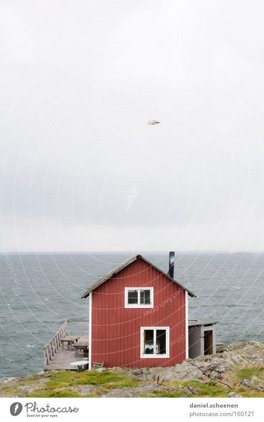 Ferienhäuschen Haus Hütte Meer Schweden Skandinavien Himmel Wetter Sommer Holz rot blau Wasser Horizont Licht Farbe Strand Küste