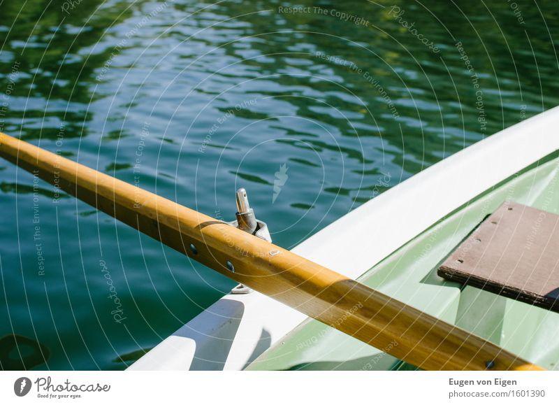 Ruderbootfahrt in einem Alpensee Wohlgefühl Erholung ruhig Camping Sommerurlaub Sonne Wasser See Gebirgssee Sicherheit trösten dankbar Sehnsucht erleben Rudern