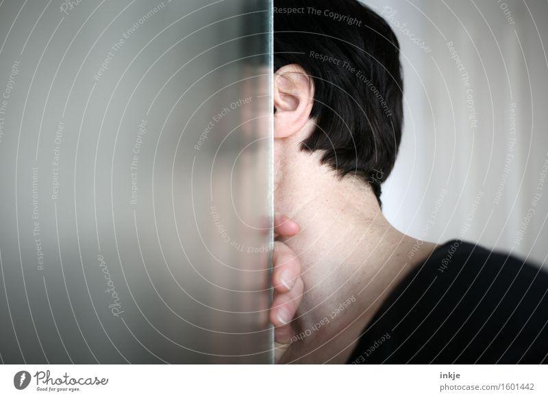 soso Häusliches Leben Wohnung Glastür Frau Erwachsene Kopf Haare & Frisuren Finger 1 Mensch 30-45 Jahre Tür Ecke Am Rand beobachten entdecken Blick Gefühle