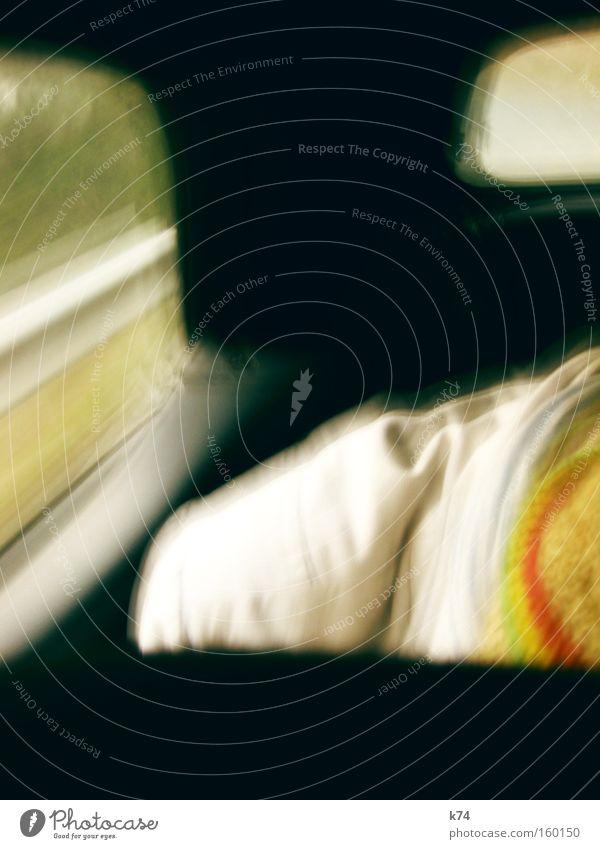 Route fahren KFZ Rücksitz Geschwindigkeit Mensch Mütze Fenster Autobahn Mann Verkehr Angst Panik Bewegung PKW