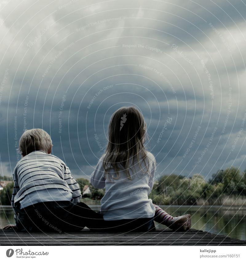 haus am see Kind Geschwister Freundschaft Spielen Mensch Natur nachhaltig See Wasser Küste Seeufer Flussufer Umweltschutz Zukunft Familie & Verwandtschaft