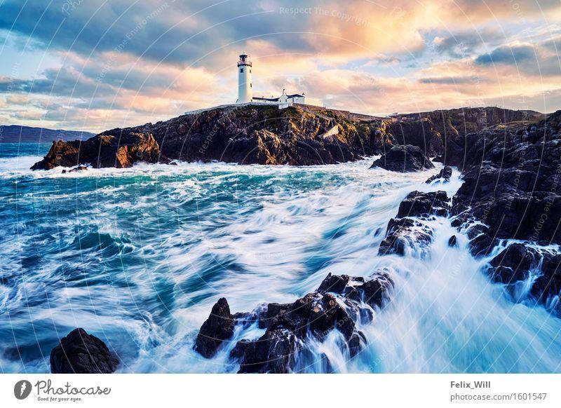 The Lighthouse Natur Ferien & Urlaub & Reisen Wasser Sonne Meer Landschaft Wolken Umwelt Bewegung Küste Freiheit Zufriedenheit Wellen Kraft Ausflug