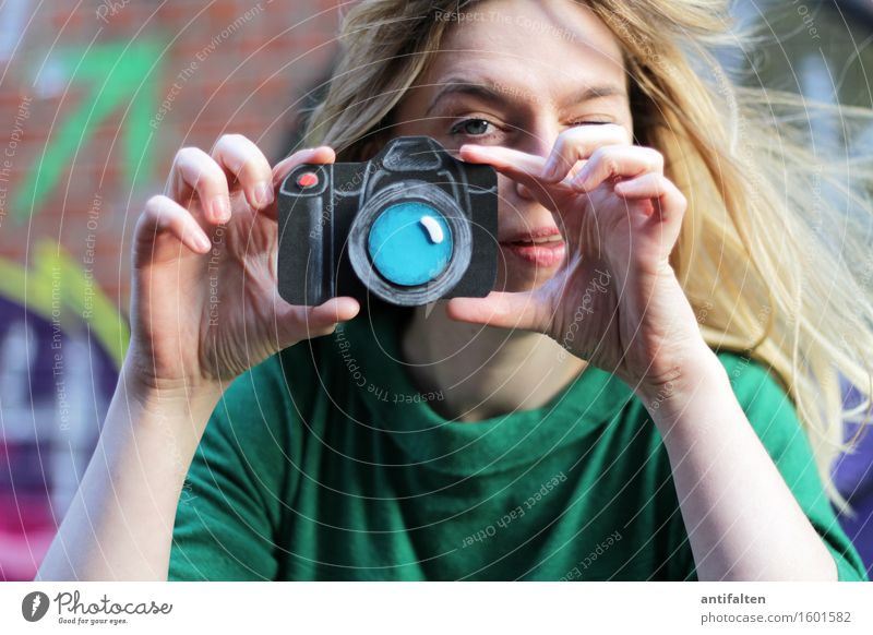 550 Fotos geschossen Freizeit & Hobby Fotografieren Fotokamera feminin Frau Erwachsene Freundschaft Leben Gesicht Auge Arme Hand Finger 1 Mensch 30-45 Jahre