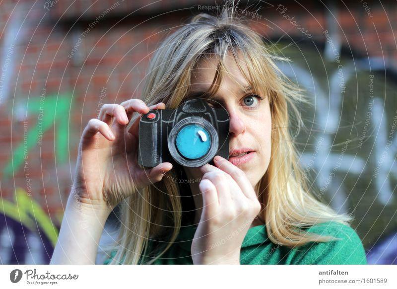 PhotoTina ;-) Mensch Frau Hand Freude Gesicht Erwachsene Auge Leben Graffiti natürlich feminin Haare & Frisuren Kopf Freundschaft Freizeit & Hobby blond