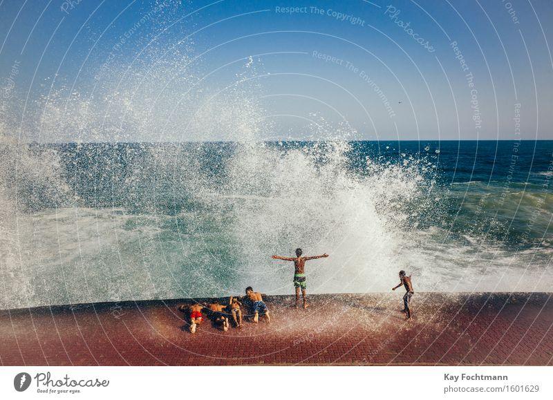 ° Mensch Ferien & Urlaub & Reisen Jugendliche Sommer Wasser Sonne Meer Junger Mann Freude Ferne Strand Leben Bewegung Küste Lifestyle
