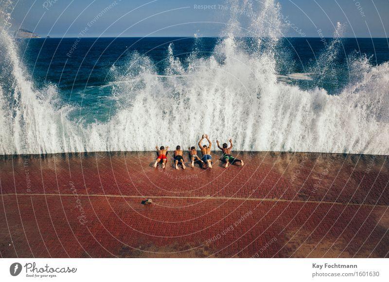 ° Mensch Ferien & Urlaub & Reisen Jugendliche Sommer Sonne Meer Freude Ferne Strand 18-30 Jahre Erwachsene Wärme Leben Junge Spielen Glück