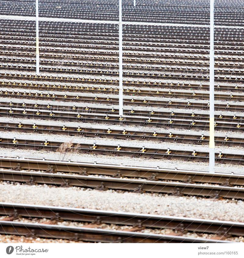 Bahnschienen Gleise Verkehr Eisenbahn Weiche Bahnhof Güterverkehr & Logistik ökologisch Stahl Rangierbahnhof Strommast Telefonmast Industriefotografie Muster