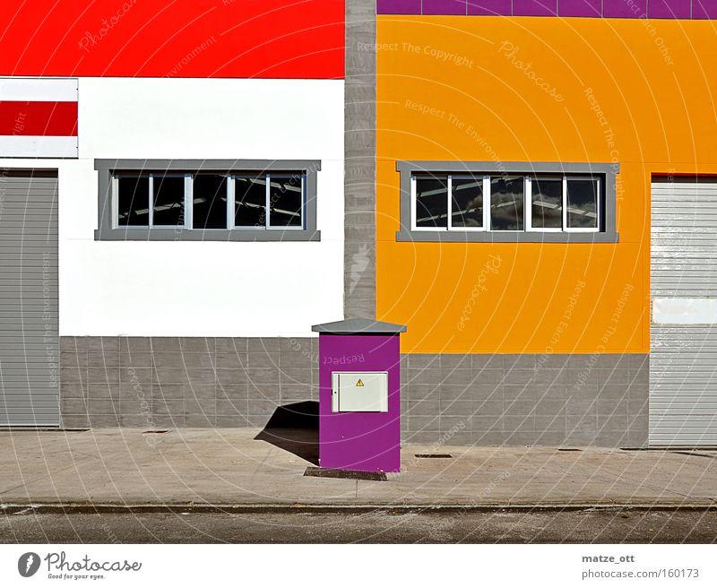 jetzt wird´s bunt mehrfarbig Farbe Farbstoff Industriefotografie Architektur Bauwerk Mauer Fenster rot orange violett Industrielandschaft modern Color