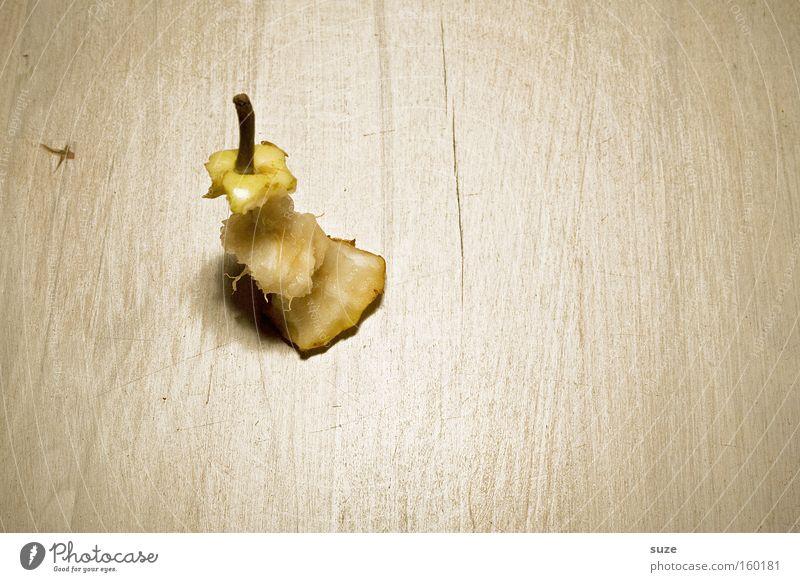 Helene Lebensmittel Frucht Ernährung Picknick Bioprodukte Fasten Tisch lecker lustig Birne Kerngehäuse Vitamin satt Geschmackssinn Stengel Holz Holztisch