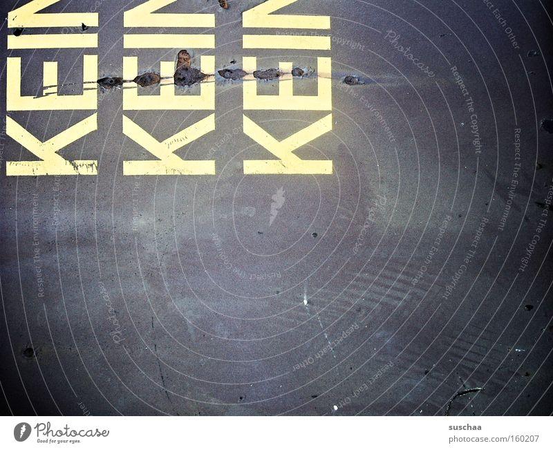 dumm jeloofen KFZ kaputt Gegenwart Arbeit & Erwerbstätigkeit Leben Tod selten Trauer Verzweiflung Buchstaben Schriftzeichen Graffiti amok ist alles Kot