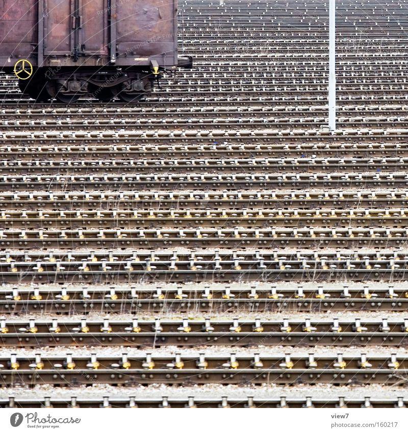 Ablauf Lokomotive Eisenbahn Wagen Eisenbahnwaggon Güterverkehr & Logistik Gleise Bahnhof Metall Metallwaren Stahl Weiche Bewegung rollen schieben Industrie