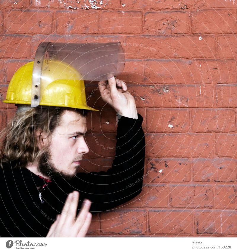 Arbeiter Mann Hand Arbeit & Erwerbstätigkeit Mauer Industrie Industriefotografie Fabrik Schutz Zeichen Konzentration Beruf Gesichtsausdruck Mitarbeiter Helm