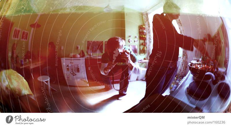 Groovy Studentenbude. Küche Tagetes Studentenfutter Studentenlunch kochen & garen Perspektive Reflexion & Spiegelung verrückt Häusliches Leben modern Generation