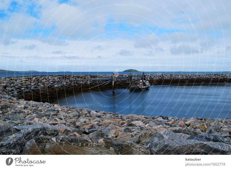 mole Schifffahrt Sicherheit Güterverkehr & Logistik Hafen Mole Fischer Wasserfahrzeug Schottland fähre Hebriden Sommer Blauer Himmel Meer Brise Farbfoto