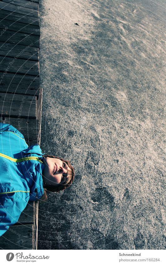 die Ruhe vor dem Sturm Frau Natur Wasser Winter ruhig kalt Schnee See Eis Kraft liegen Jacke Steg