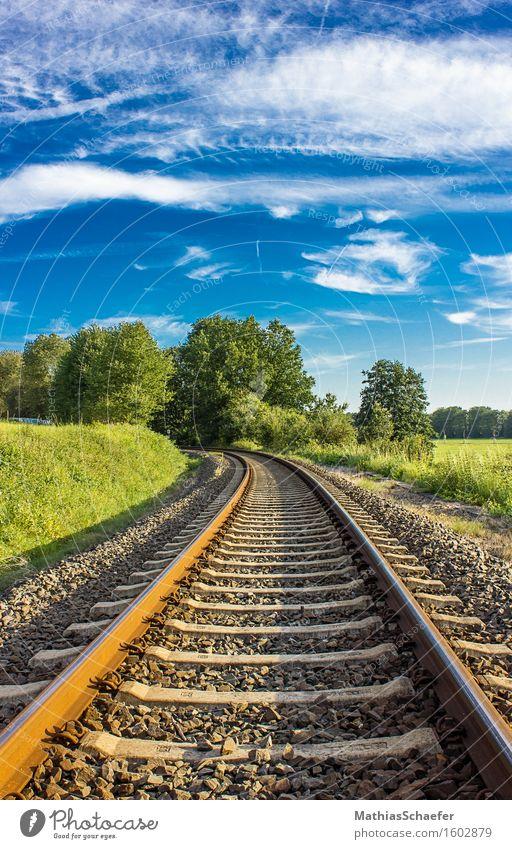 Colored Rails Umwelt Natur Landschaft Himmel Wolken Sommer Schönes Wetter Gras Feld Dorf Menschenleer Verkehrswege Öffentlicher Personennahverkehr