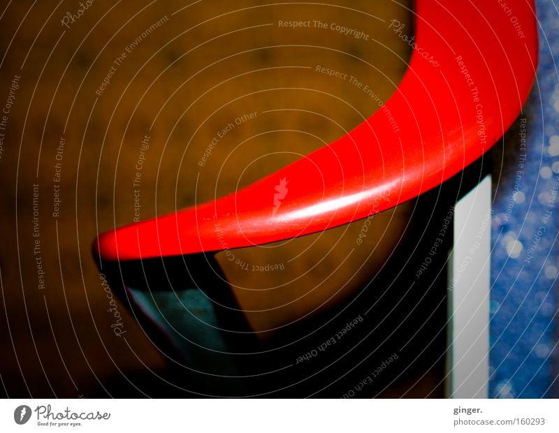 Wenn du unten bist, kommste hier wieder hoch! blau weiß rot glänzend Treppe Geländer Treppengeländer Flur Biegung knallig