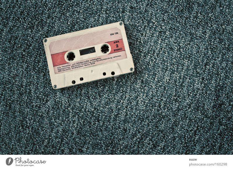 Back to the roots alt grau Musik einfach retro Medien Vergangenheit analog Nostalgie Tonband Klang Musikkassette kultig Tonträger Musik hören