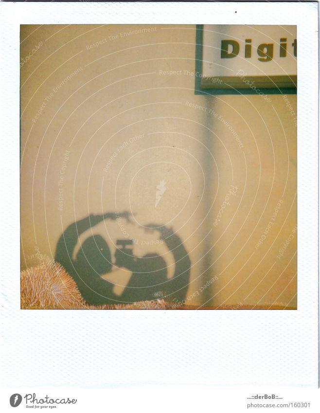 You & Me Polaroid Schatten Mittelformat analog Fingerabdruck Zusammensein berühren Fotokamera Linie Schilder & Markierungen Ocker Fotografie Kunst Kultur