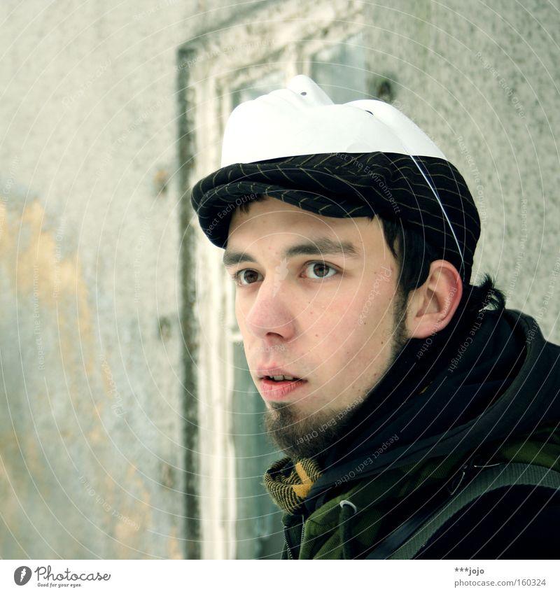 does he care? [weimar 09] Mann Denken nachdenklich Maske Bart Mütze Jacke Blick Auge Porträt sympathisch Revolution Wachsamkeit Sehnsucht Konzentration