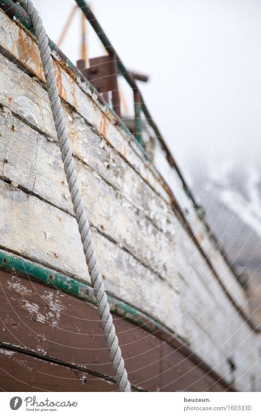 oben. Island Schifffahrt Bootsfahrt Fischerboot Hafen Seil Holz Linie Streifen Senior Güterverkehr & Logistik Verfall Vergänglichkeit Farbfoto Gedeckte Farben