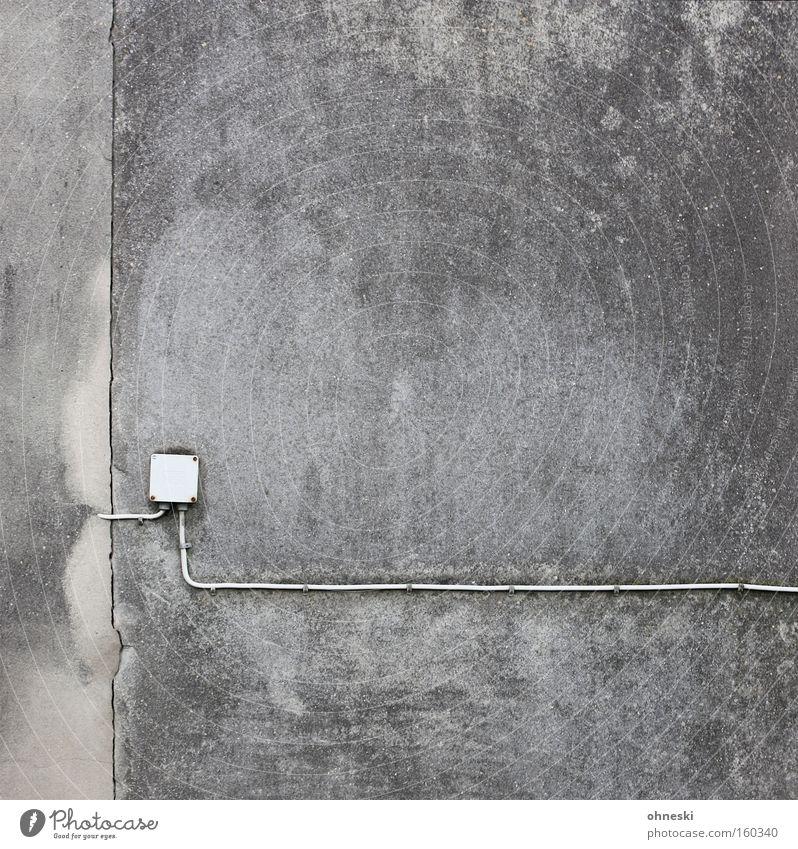 Strom Haus Wand Kabel Elektrizität trist grau Trauer Einsamkeit graphisch minimalistisch Elektrisches Gerät Technik & Technologie Detailaufnahme Traurigkeit