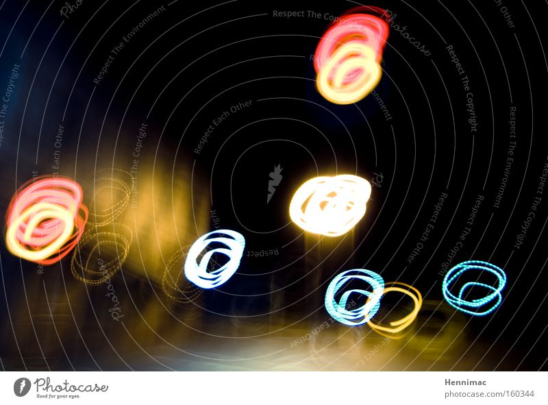 Malen mit Licht. Freude Auge Spielen Bewegung Lampe lustig Tanzen Tanzveranstaltung Fröhlichkeit Kreis rund Punkt Silvester u. Neujahr drehen Jahrmarkt