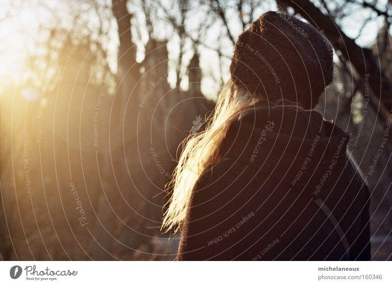 say goodbye to hello Sonne Haare & Frisuren schön Abschied Abend Sonnenuntergang schwarz Mütze analog blond Zufriedenheit Rückansicht