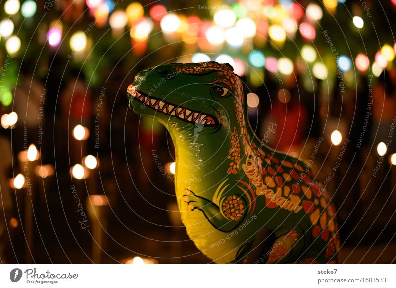 kein Kindergeburtstag Veranstaltung Party dunkel gruselig mehrfarbig Kindheit Luftballon Dinosaurier Feste & Feiern Lichterkette Kerze Menschenleer Freisteller