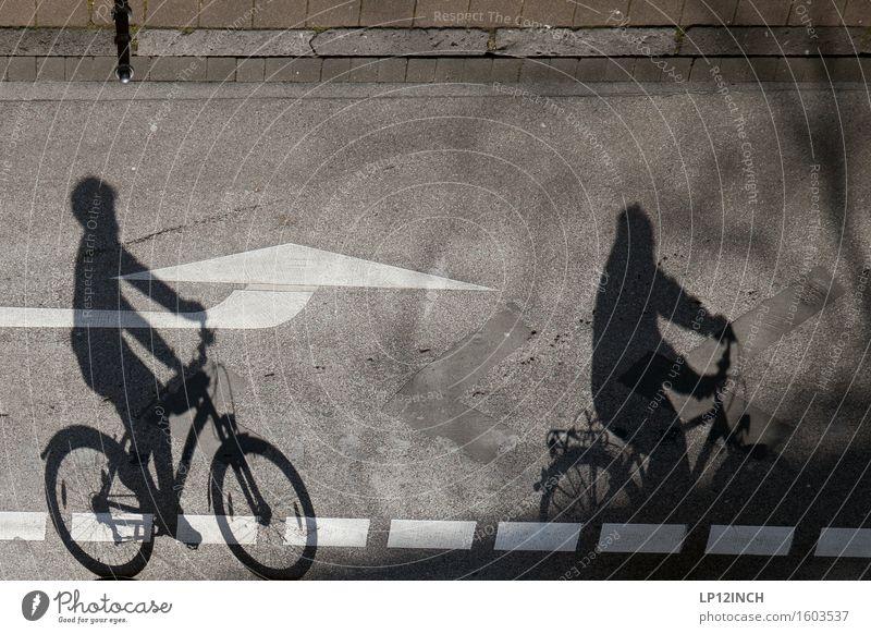 Aachener-Schatten. I Mensch Stadt Freude Umwelt Straße Wege & Pfade Bewegung Sport Familie & Verwandtschaft Paar Zufriedenheit Freizeit & Hobby Verkehr Körper Fahrrad Ausflug