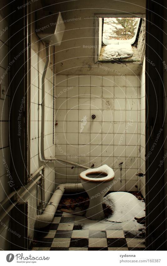[Weimar 09] Hier ziehts alt Winter Leben Schnee Fenster Raum Zeit Bad Vergänglichkeit Toilette Toilette Ladengeschäft verfallen Verfall Zerstörung Erinnerung