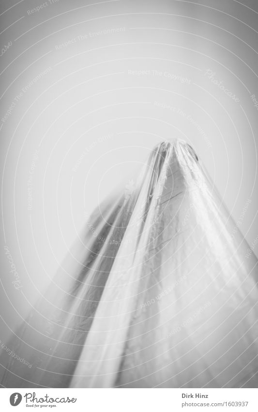 verhüllt Mensch Kunst außergewöhnlich Güterverkehr & Logistik Pause Schutz Sicherheit geheimnisvoll entdecken Umzug (Wohnungswechsel) gruselig Geister u. Gespenster verstecken Museum Skulptur Geborgenheit