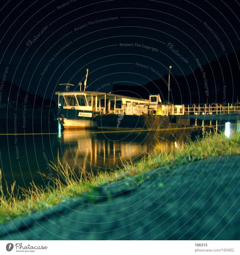Fotonummer 115073 Wasser Gras Küste Fluss Hafen Fähre Wasserfahrzeug Anker fahren liegen dunkel Perspektive Elbe Dresden Sachsen Gewässer Elektrizität