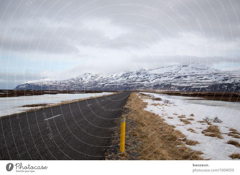 rechts. Natur Ferien & Urlaub & Reisen schön Landschaft Wolken Ferne Winter Berge u. Gebirge kalt Umwelt Straße Wege & Pfade Gras Schnee Freiheit Tourismus