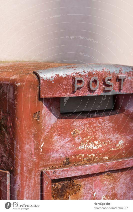 Sammelstelle Italien Altstadt Mauer Wand Briefkasten Schriftzeichen alt ästhetisch trashig rot Postamt Schlitz Briefschlitz Abnutzung abblättern Farbstoff