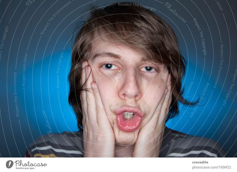 Bewerbungsfoto Mann Hand Jugendliche blau Haare & Frisuren Kopf Mund Erfolg Zähne Lippen Pullover Grimasse frontal