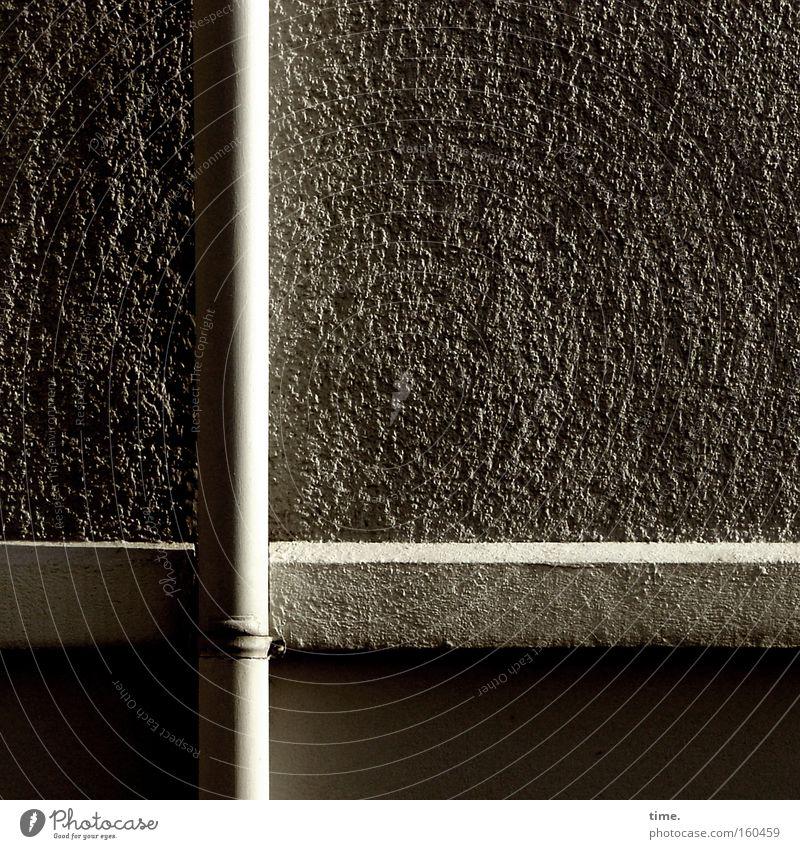 HB09.1 - Raumklang Wasser schwarz dunkel Wand grau Stein Mauer hell Metall Beton Statue Handwerk Putz Handwerker Abfluss Qualität