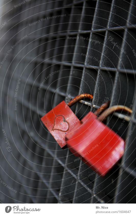 ut köln | amore Zeichen rot Herz Schloss Gitter Metall Rost Liebe Zusammensein Liebeserklärung Gefühle Glück Schutz Sicherheit Verliebtheit Zuneigung