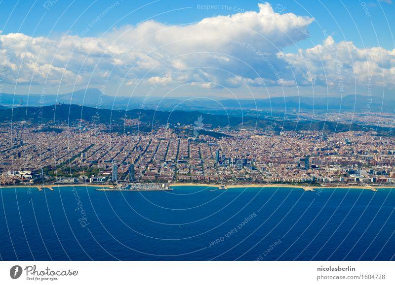 Küste von Barcelona Himmel Natur Ferien & Urlaub & Reisen Sommer Stadt Wasser Meer Wolken Ferne Strand Berge u. Gebirge Umwelt Tourismus Freiheit
