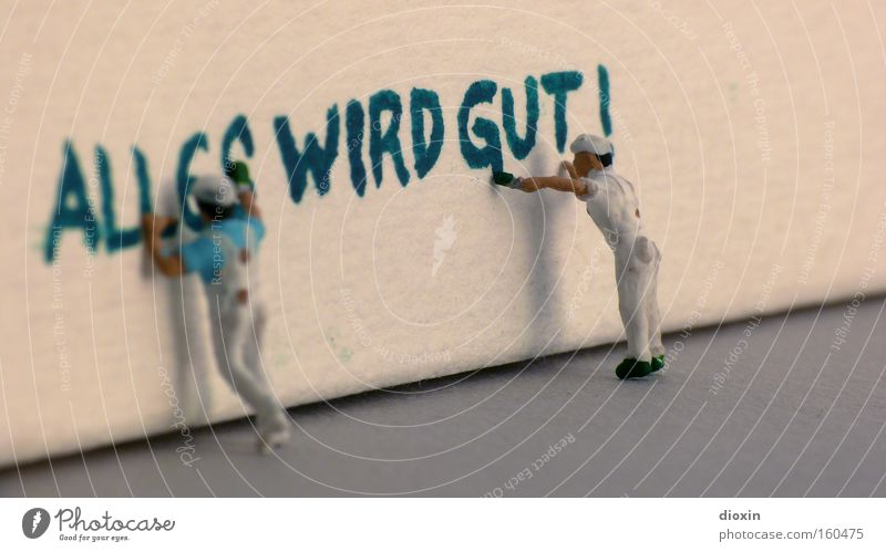 Augen zu und durch! Anstreicher Handwerk Graffiti klein positiv Optimismus Vertrauen Hoffnung Krise Optimist Versprechen Wirtschaftskrise Wand positives Denken