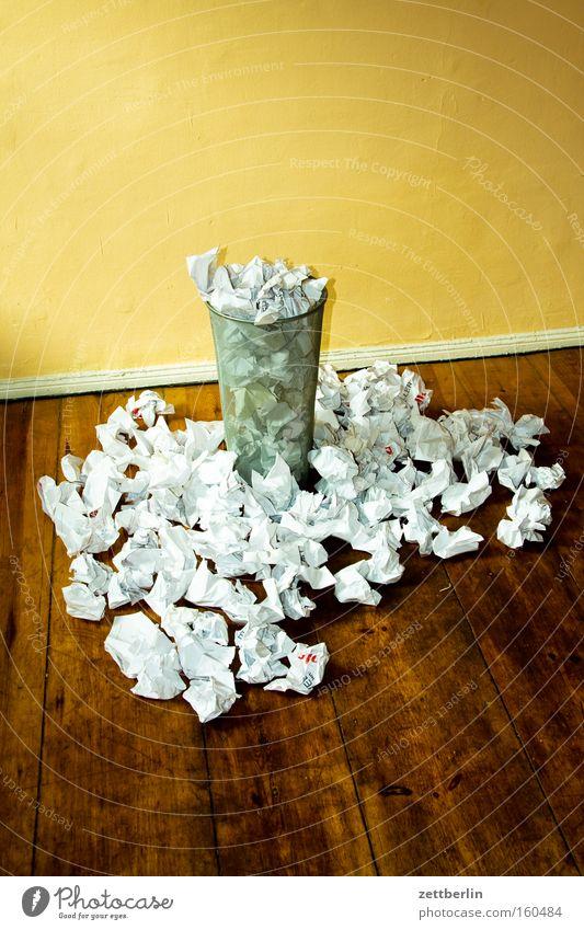 Ablehnungen Papier Papiermüll Papierkorb Müll Müllverwertung planen Fehler Brainstorming Kreativität Knäuel schreiben Arbeit & Erwerbstätigkeit Konzentration