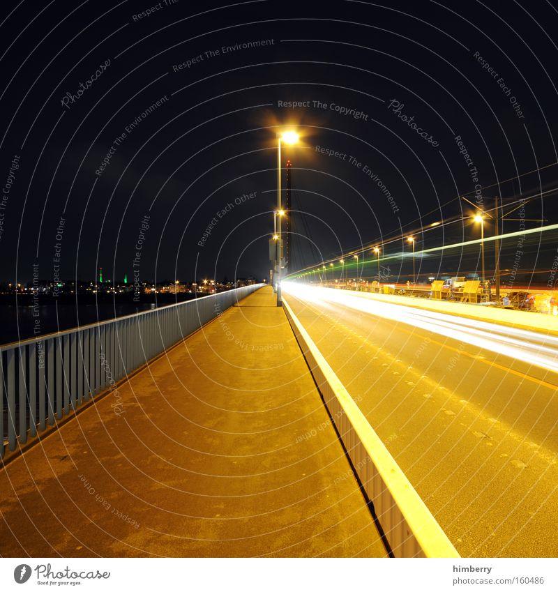 flucht nach vorne Stadt Straße Beleuchtung Verkehr Geschwindigkeit fahren Güterverkehr & Logistik Autobahn Rennsport Straßenbeleuchtung Motorsport