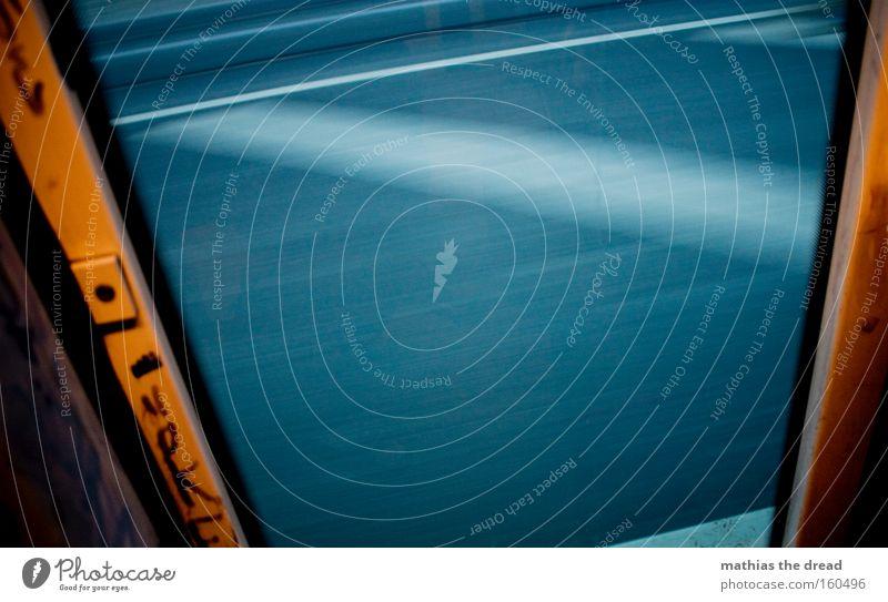 NACHHAUSEFAHRT weiß Straße Fenster Bewegung Tür Schilder & Markierungen Verkehr trist Streifen Asphalt Verkehrswege Rahmen Straßenbahn