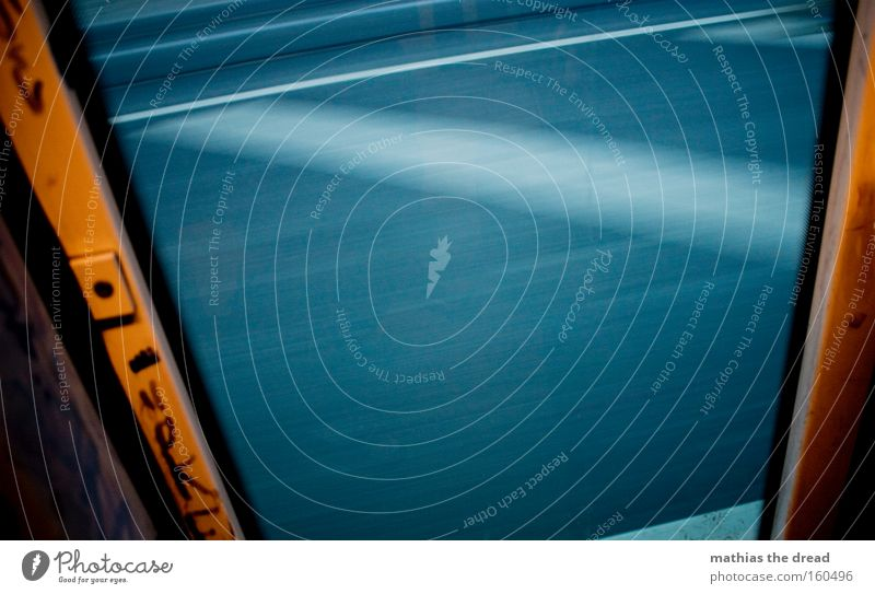 NACHHAUSEFAHRT weiß Straße Fenster Bewegung Tür Schilder & Markierungen Verkehr trist Streifen Asphalt Verkehrswege Rahmen Straßenbahn Öffentlicher Personennahverkehr