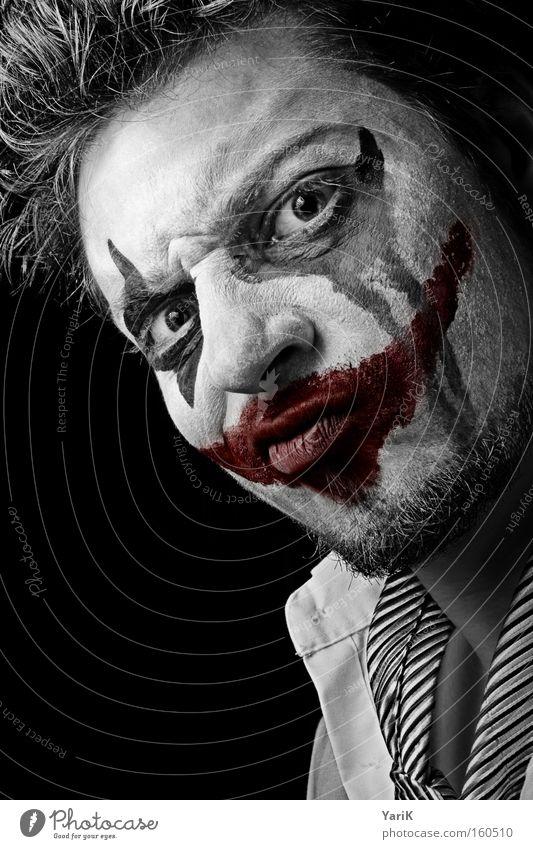 whats so funny? Clown böse Schminke geschminkt Maske Gesicht rot Mund Auge dunkel schwarz Bösewicht Tränen Trauer Ärger verärgern Wut Traurigkeit Karneval