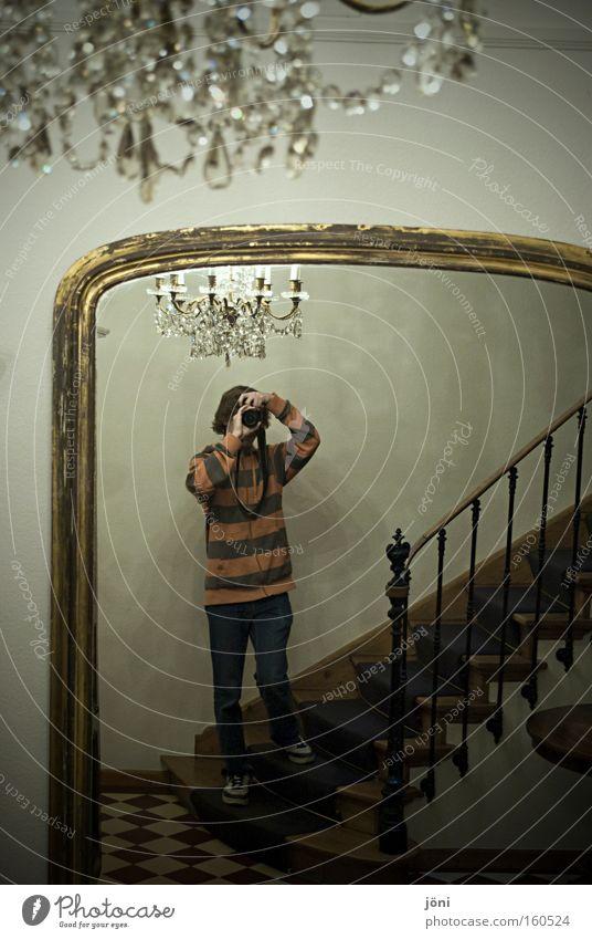königlich fotografieren Palast reich Kronleuchter Treppe Treppenhaus Fotograf Spiegel himmlisch groß Altbau Mensch Beleuchtung alt antik Kostbarkeit schön