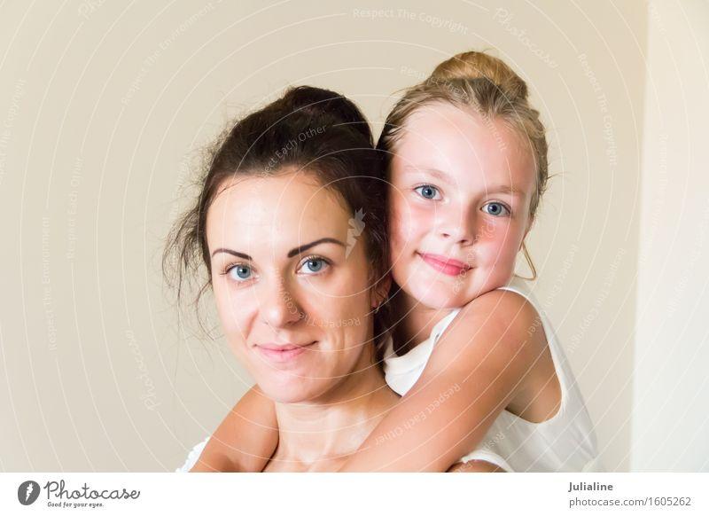 Foto von Mutter und Tochter Kind Schulkind Mädchen Frau Erwachsene Eltern Familie & Verwandtschaft Kindheit 2 Mensch 8-13 Jahre 18-30 Jahre Jugendliche brünett